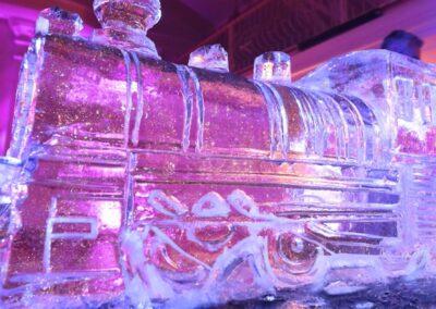 Pokaz rzeźbienia w lodzie - atrakcja na imprezę